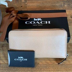 Coach 1941 logo wallet beige